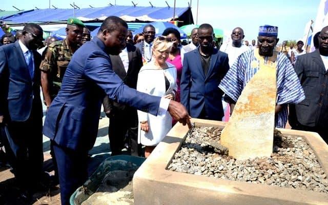 Pose de la première pierre de l'IFAD-Aquaculture Elavagnon