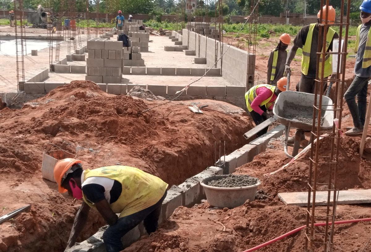 Suivi des travaux de construction des IFAD Bâtiment et Elevage : Les membres du Conseil d'administration effectuent une visite de chantier